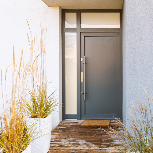 Saiba como escolher porta de madeira área externa